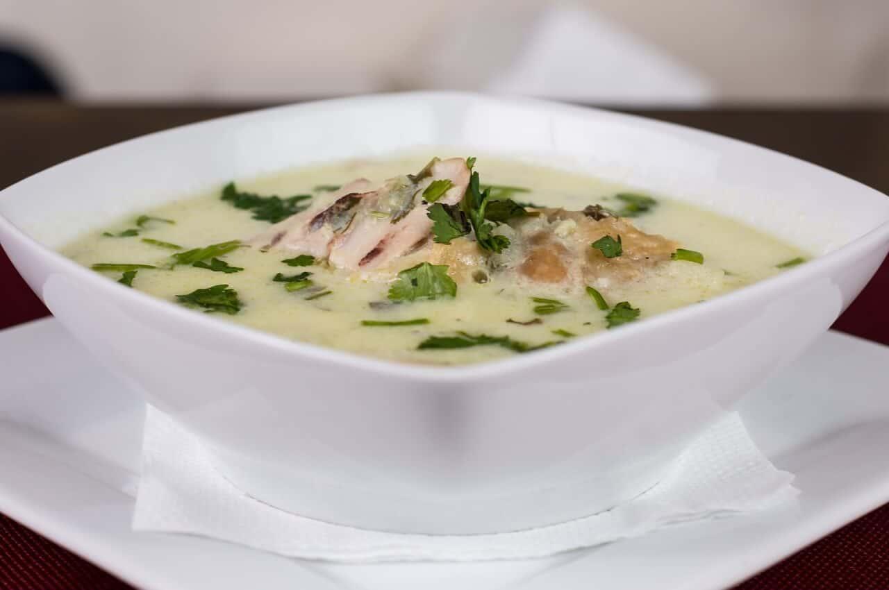 Soupe au poulet, aux herbes et aux épices